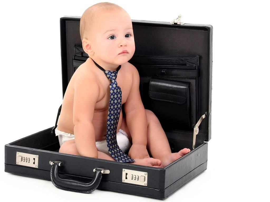 Как выбрать игрушки для детей 1 года?