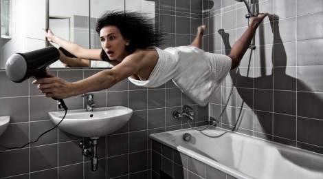 Как не остаться без волос используя фен.